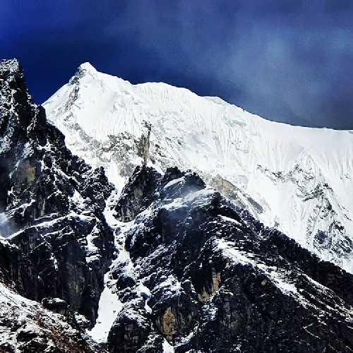 Лангтанг Лирунг (Langtang Lirung, 7227 м) . Фото Adam Bielecki