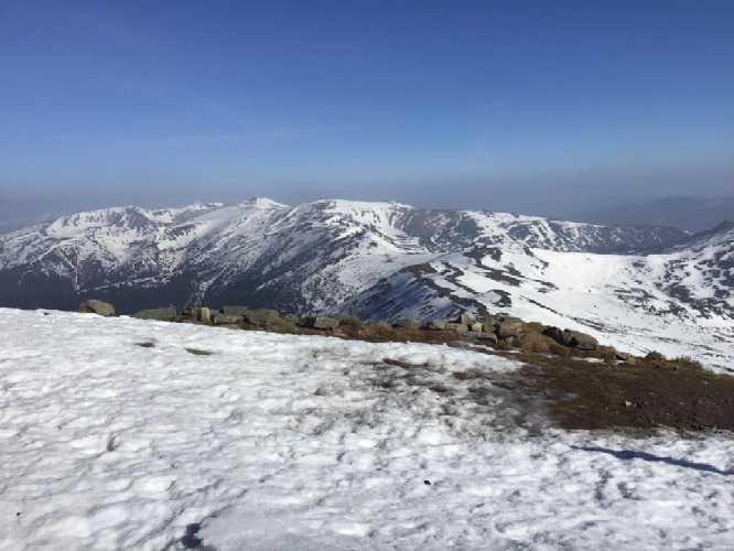 Черногорский хребет с видом на Говерлу. 26 апреля 2019 года. Фото Чорногірський гірський пошуково-рятувальний пост