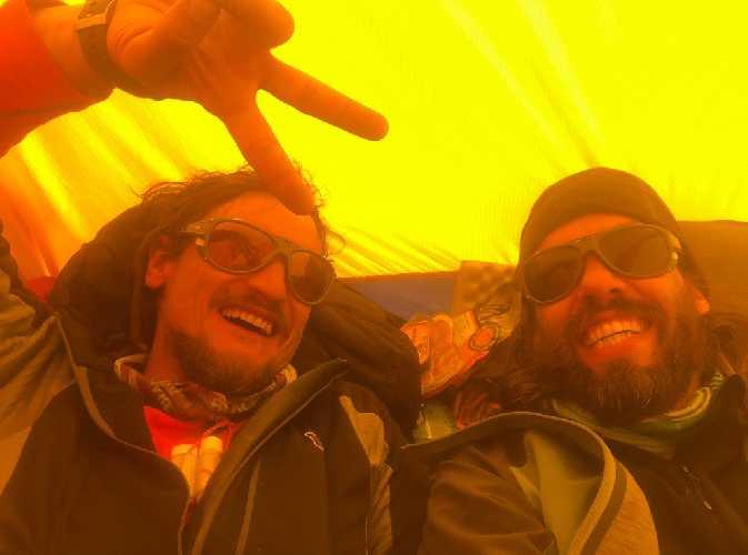 Адам Белецкий (Adam Bielecki) и Феликс Берг (Felix Berg) в восхождении на Лангтанг Лирунг (Langtang Lirung, 7227 м). Фото Adam Bielecki