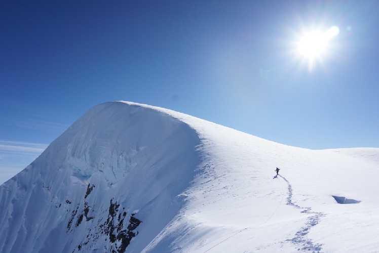 Выход на вершину горы Дики. Фото Alan Rousseau