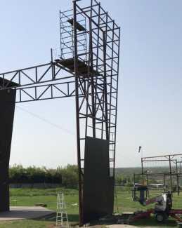 В Мариуполе строится новый скалолазный стенд