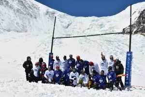 На Эвересте установили два мировых рекорда по игре в регби