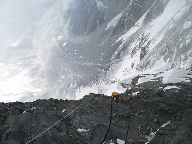 Участок между вторым и третьим высотными лагерями на Лхоцзе. Фото Flutura Ibrahimi