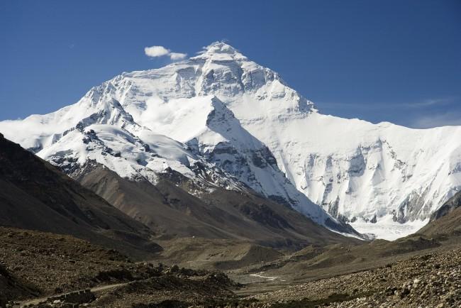 Эверест, вид со стороны Тибета