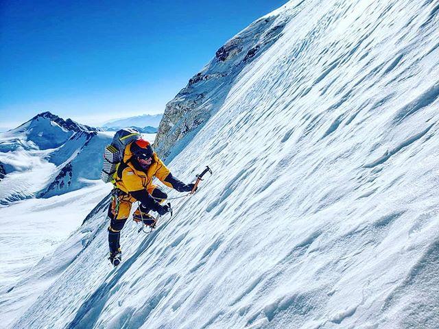 """Кори Ричардс (Cory Richards) в первой попытке штурма нового маршрута на Эверест. Фото Esteban """"Topo"""" Mena"""