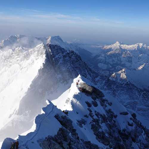Вид с вершины Эвереста. 23 мая 2019 года. Фото Garrett Madison
