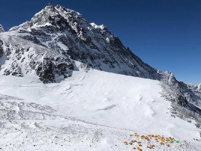 Четвертый высотный лагерь на Эвересте. Фото  Garrett Madison