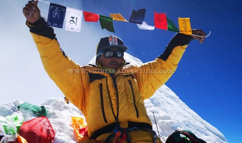 Дорчи Шерпа (Dorchi Sherpa) - рекордсмен прохождения траверса Эверест - Лхоцзе