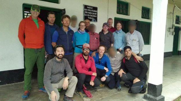 Команда в полном составе - 12 альпинистов, планировавших восхождение на Нандадеви, до того момента, как они разбились на две команды. Фото Reuters