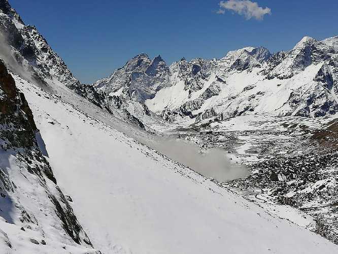 Шлях лавини. Фото Віталій Дячук