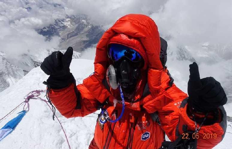 Роксанна Фогель (Roxanne Vogel) на вершине Эвереста