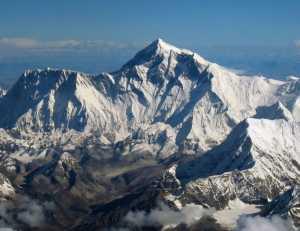 Тела четырёх альпинистов, найденных во время уборки мусора на Эвересте, не могут опознать