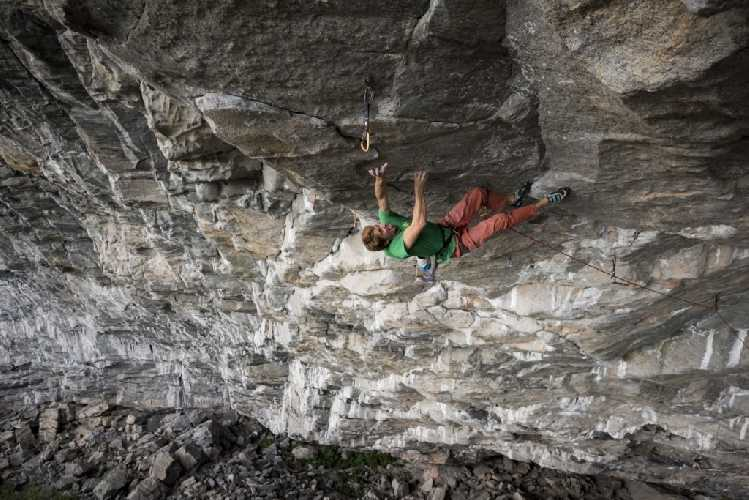"Себастьян Буин (Sébastien Bouin) на маршруте ""Move"" категории 9b/b+. Фото Raphael Fourau"
