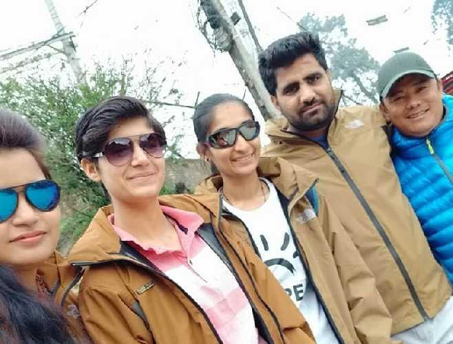 Слева на право: Викас Рана (Vikas Rana), Собха Банвала (Shobha Banwala), Mohini Nehra, Анкуш Касана (Ankush Kasana) и Дорчи Шерпа (Dorchi Sherpa). Photo: Facebook