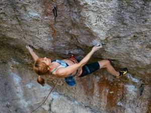 Габриэла Врабликова становится первой скалолазкой из Чехии, прошедшей сложность 9а