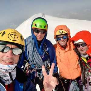 Украинские альпинисты прошли один из сложнейших маршрутов на Монблане