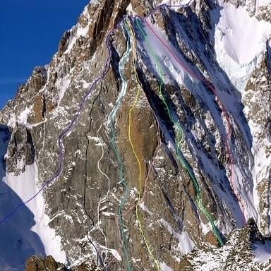 """маршрут Divine Providence (7с, А3 с общим перепадом высоты в 1500 метров). На фото - жёлтый по центру """"ромба""""."""