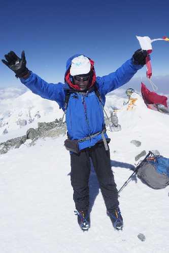 Карлос Сория (Carlos Soria) на вершине Пика Ленина. Фото Javier Camacho