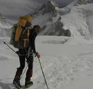 Денис Урубко сегодня выходи на штурм нового маршрута на вершину восьмитысячника Гашербрум II