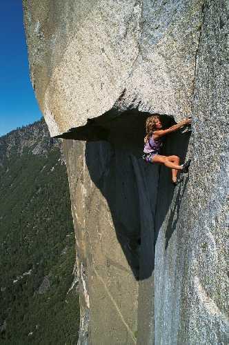 Lynn Hill на маршруте the Great Roof (5.13c) The Nose (VI 5.14a) на El Capitan, 1993.