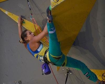Чемпионат Мира по скалолазанию: Евгения Казбекова проходит в полуфинал соревнований в дисциплине трудность