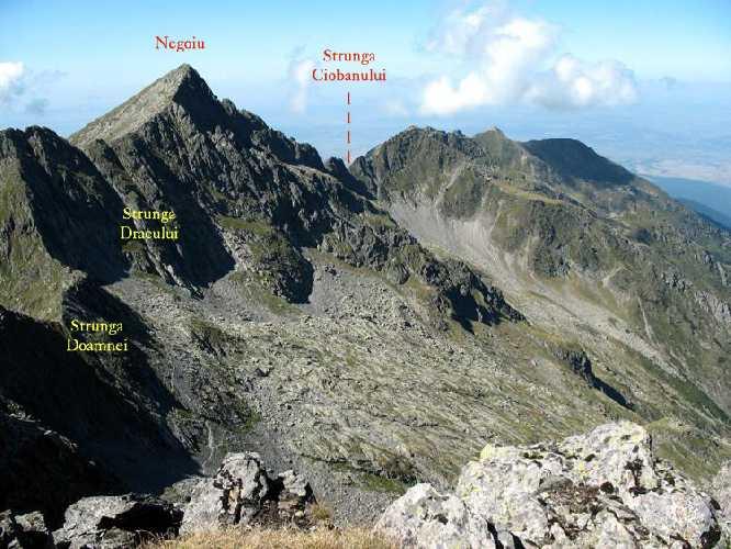 гора Негою (2535 м) в Карпатских горах Фэгэраш