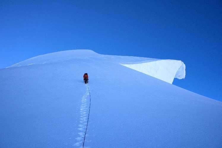 За несколько метров до непокорённой ранее вершины Шерпи Кангри II (Sherpi Kangri II). Фото: Kurt Ross
