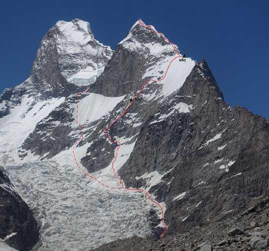 Маршрут на вершину  пика Black Tooth высотой 6718 метров. Музтаг Тауэр (Muztagh Tower) на фото слева