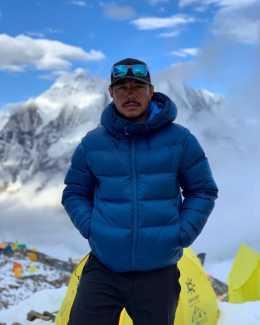 14 восьмитысячников за 7 месяцев: Нирмал Пуржа поднимается на вершину восьмитысячника Манаслу