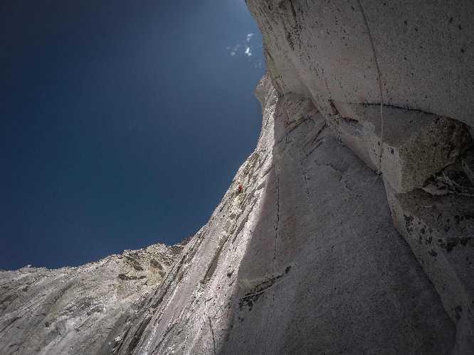 На маршруте Cavalli Bardati по ранее не пройденной Западной стене горы Бхагиратхи IV (Bhagirathi IV) высотой 6193 метра в Индии.