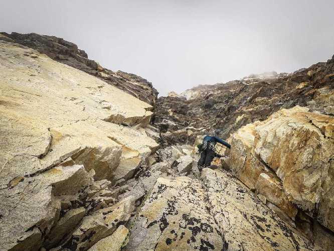 На маршруте Cavalli Bardati по ранее не пройденной Западной стене горы Бхагиратхи IV (Bhagirathi IV) высотой 6193 метра в Индии