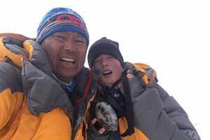 16-летняя австралийка стала самой молодой в мире альпинисткой, которая поднялась на вершину восьмитысячника Чо-Ойю