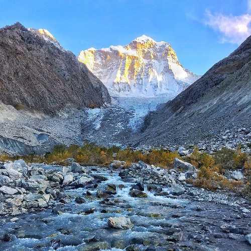 Гора Койо-Зом  (Koyo Zum, 6872 метра). Вид на северную сторону. Фото Tom Livingstone