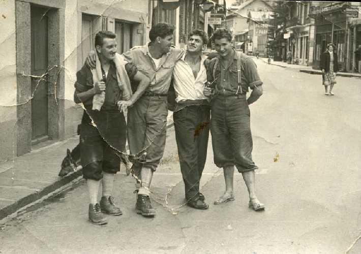 Пьер Лесюёр (Pierre Lesueur) Генри Лесюёр (Henri Lesueur), Люсьен Берардини (Lucien Bérardini) и Робер Параго (  Robert Paragot) в Шамони. 1950-ые годы