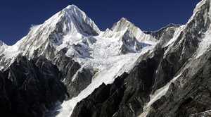 В Гималаях, на спуске с горы Химлунг умер испанский альпинист