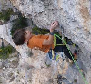 9-летний Тео Бласс повторил мировой рекорд в скалолазании, пройдя маршрут сложности 8b