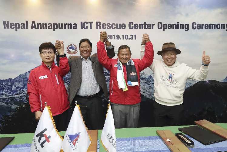 открытие информационно-спасательного центра на Аннапурне