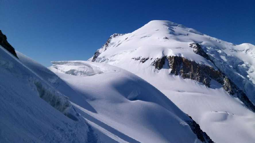 Вид на вершину Монблана. Фото Владимир Каширин
