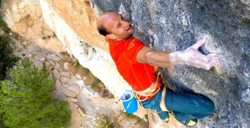 Седрик Лачат (Cédric Lachat) на маршруте La Rambla Extension 9а+