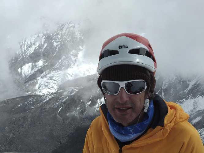 Фелипе Вальверде во время восхождения на Чукима-Го (6257 м)