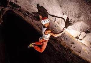 Эду Марин работает над еще одним скалолазным маршрутом категории 9а+ в Китае