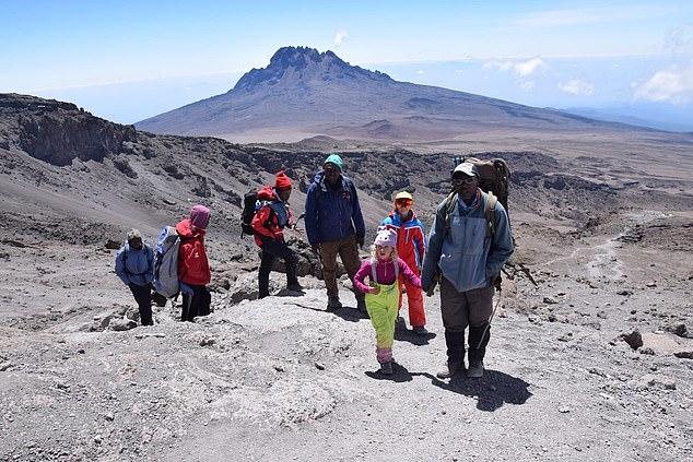 6-летняя Эшлин Мандрик (Ashleen Mandrick) в восхождении на вершину Килиманджаро