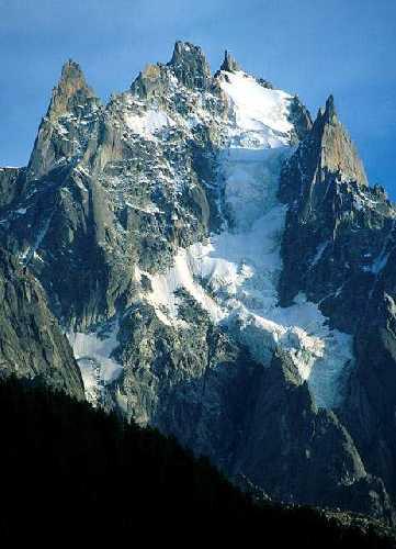 Эгюий дю План (Aiguille du Plan) высотой 3673 метров. Северная стена