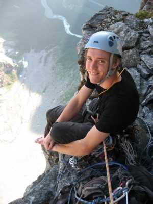 Норвежский скалолаз Синдре Сетер повторяет один из сложнейших скалолазных маршрутов: