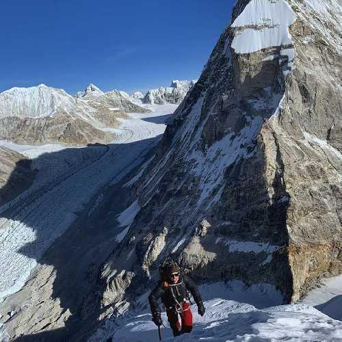 """Йошт Кобуш (Jost Kobusch) в первом восхождении на вершину горы """"Peanutbutter Mountain"""""""