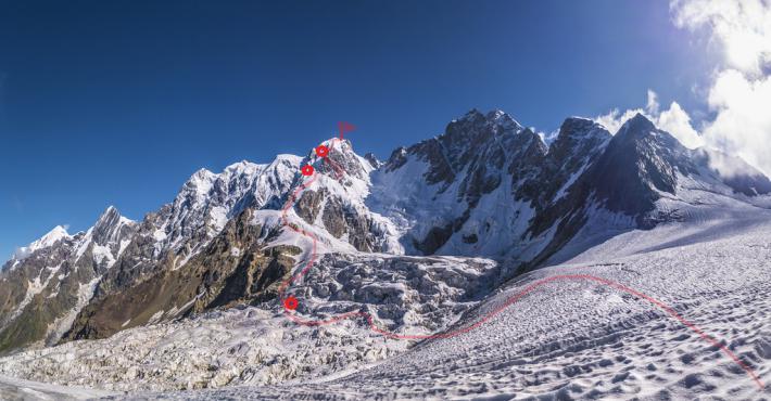 Линия маршрута пройденного командой в июле 2019 года по южному гребню и южной стене на пик Шота Руставели 4960 м. Фото Дидора Сергей