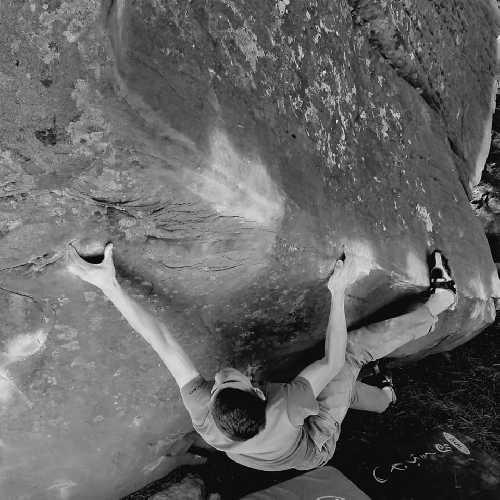 """Сергей Топишко на боулдеринговой проблеме """"Sepultura"""" 7C/+. Фото Артем Паукаев."""