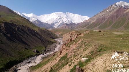 Вид Пик Ленина с долины Ачик- Таш