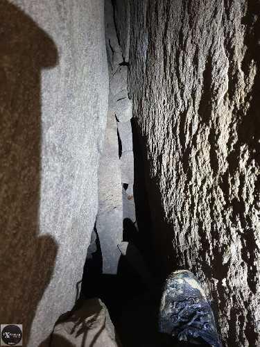 Одне з продовжень печери і перехд на 2 вихід. Капець для масштабу