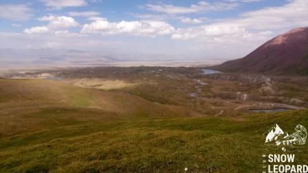 Вид на долину с озерами